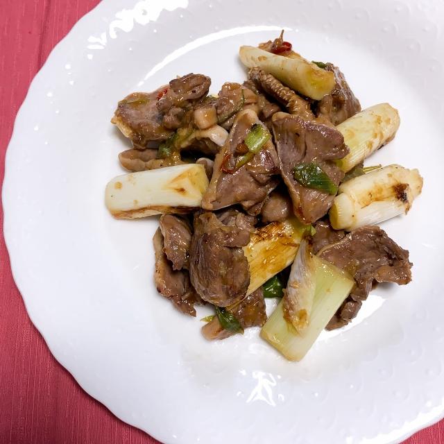 花椒がピリッと効く豚タンとネギの中華風炒め